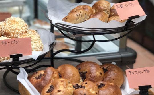 マーサンミッシェル ブーランジェリーの焼き立てのパン
